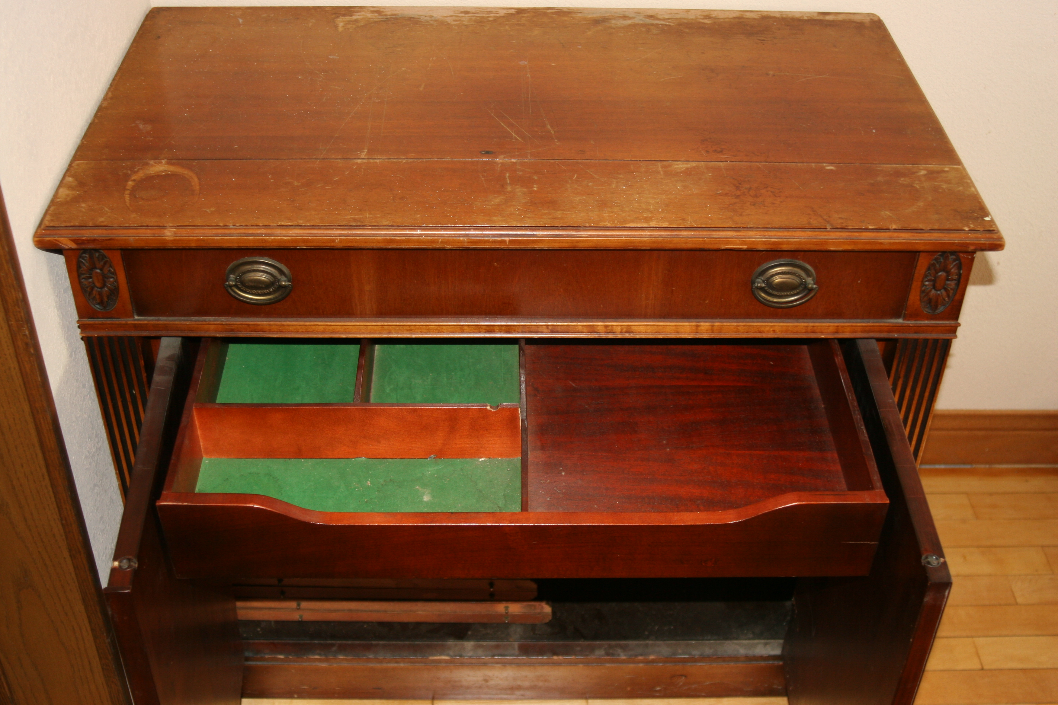Expand-o-matic drawer open